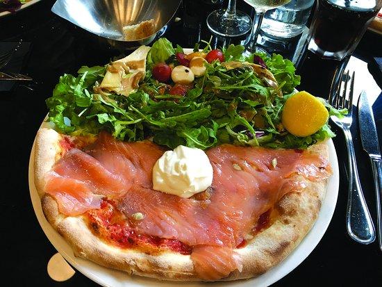 Levallois-Perret, França: Pizza Light, demi pizza/salade