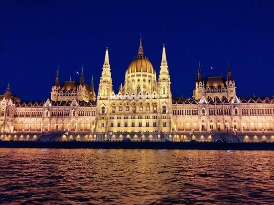 Parlamentet (Orszaghaz): Νυχτερινη αποψη