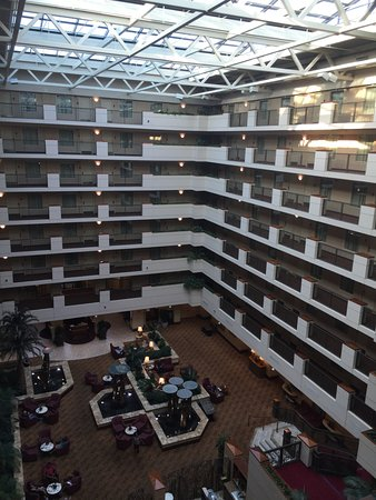Embassy Suites by Hilton Sacramento - Riverfront Promenade: The lobby area from the 7th floor