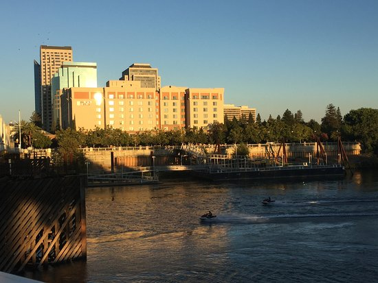 Embassy Suites by Hilton Sacramento - Riverfront Promenade: Hotel from the Tower Bridge