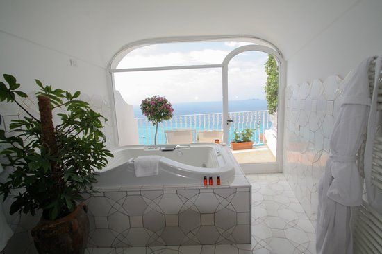 Hotel Marincanto: Bathroom with a fabulous view!