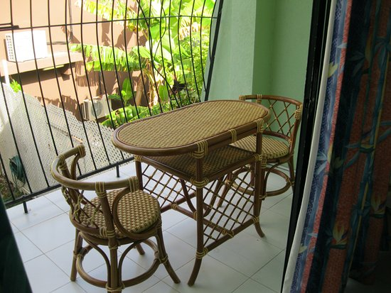 Pirate's Inn: Wicker table and chairs in balcony
