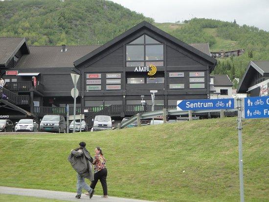 "Geilo, Norvegia: ""Shopping"" onde está situado o Peppes Pizza."
