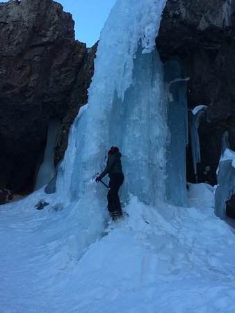 Imlil, Fas: high atlas mountains waterfall (winter time ice climbing)