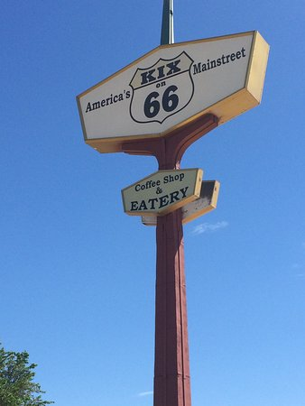 Tucumcari, NM: Great service, great atmosphere.  Old time diner where you can get breakfast or lunch at anytime
