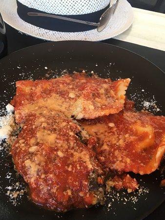 U Fragnu: Raviolis au brucciu et moules marinières très (trop) salées.