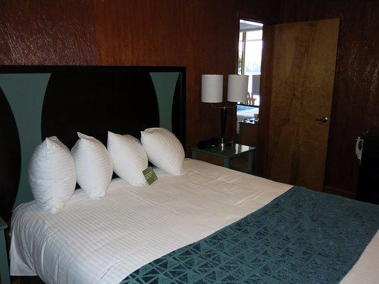 Village Inn At Apgar: Separate queen bedroom of room 60.
