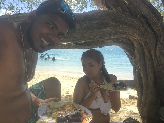 Buccoo, Tobago: Having our fresh cooked mea!