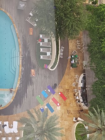 Four Seasons Hotel Houston: pool from our room