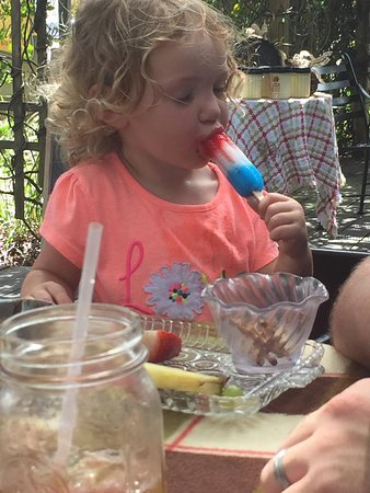 Auburndale, FL: Popsicle included with kids meal