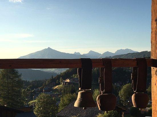 Hotel les Servages d'Armelle: point de vue de la chambre sur les alpages