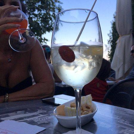 """Arqua Petrarca, Włochy: Lo """"spriz euganeo"""" specialità del posto. Al tramonto."""