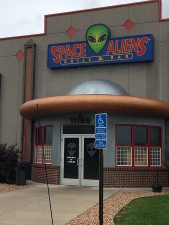 แอลเบิร์ตวิลล์, มินนิโซตา: Space Aliens Grill & Bar