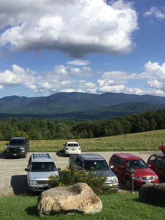 Trapp Family Lodge Outdoor Center : View from lodge to mountains