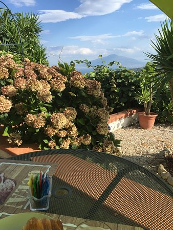 Villa Monica B&B: Breakfast view