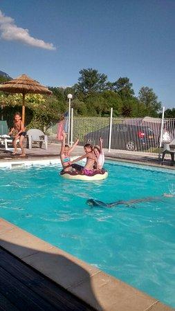 Artemare, France: Le bonheur de la piscine
