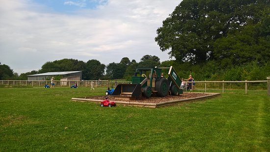 Bursledon, UK: Kids Play Area at Manor Farm and Country Park