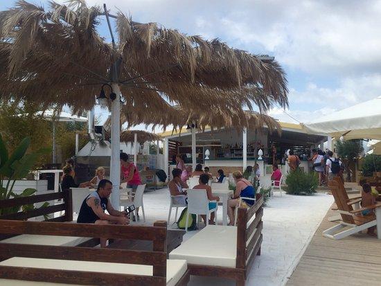 Specchiolla, Италия: il bar - ristorante in spiaggia