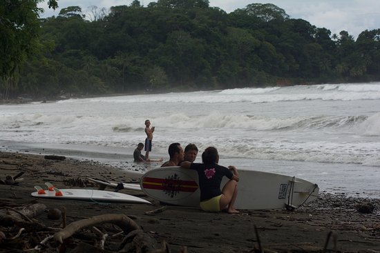 Dominical, Costa Rica: Getting instruction before paddling out