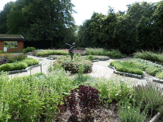 Flint, MI : the demonstration garden near the chicken coop