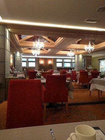 Hotel Au Coeur du Village: IMG_20160823_084016_large.jpg