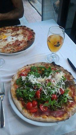 Lavena Ponte Tresa, Italia: Pizza molto buona