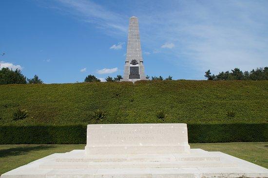Zonnebeke, Belgia: Obelisk 5th Australian Polygoon Wood