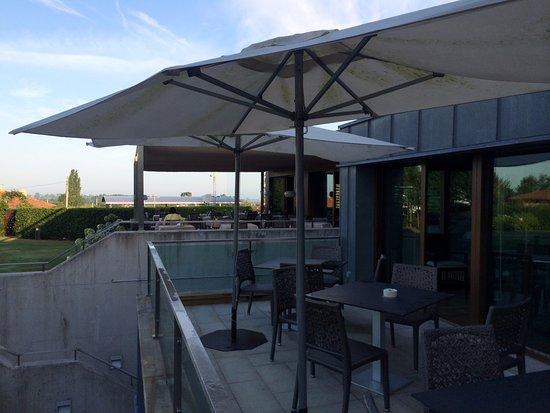 Quintueles, Spania: La terraza para desayunar