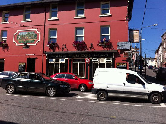 Killorglin, أيرلندا: Entrance at corner