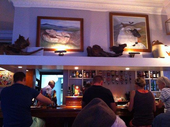 Killorglin, أيرلندا: bar next to our table