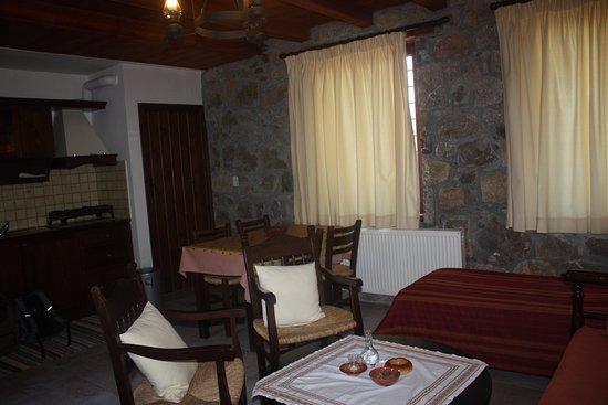 Krousonas, Grecia: Bottom floor - living room and kitchenette