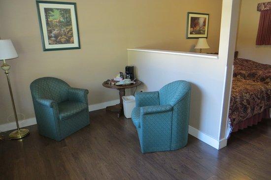 Section «salon», Le Colonial 900 Motel, Hope, Colombie-Britannique