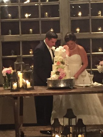 Black Mountain, Carolina del Norte: Cutting the cake