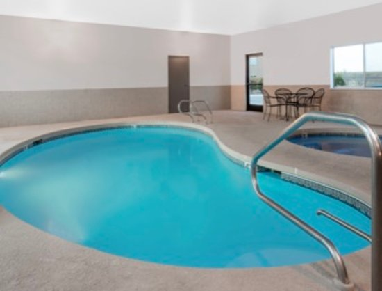 Days Inn by Wyndham Las Vegas: Pool & Hot Tub
