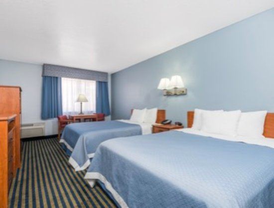 Days Inn by Wyndham Las Vegas: 2 Queen Beds