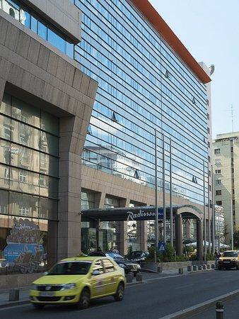 Radisson Blu Hotel Bucharest: Exterior on Calea Victoriei