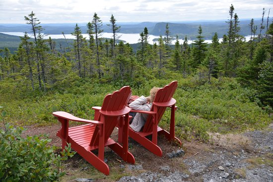 Glovertown, Canadá: Traditional Red Chairs, Blue Hill, Terra Nova