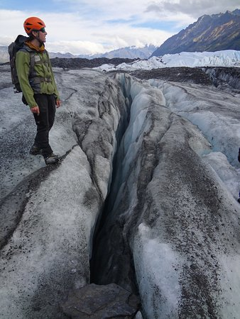 Glacier View, AK: A guide discussing crevices and how they form