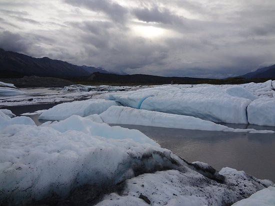 Glacier View, AK: Melting ice at the glacier front feeds lakes and a river