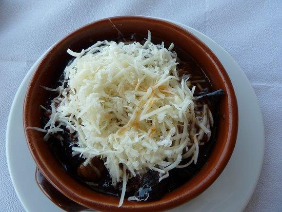 Syros, Hellas: taverne melteni gratin d'aubergines boeuf