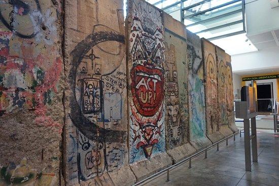 Newseum – Muzeum Newsów i Dziennikarstwa: Berlin Wall