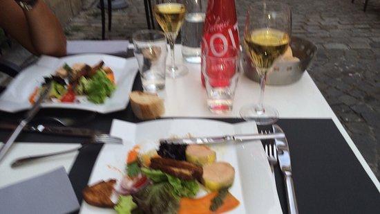 Le Mably : Le foie gras est son accompagnement avec un Sauternes servi au verre : Excellent