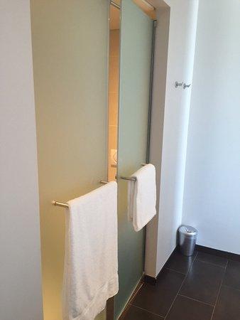 Saint Sulpice, Ελβετία: doccia e wc separati - nessun bidet