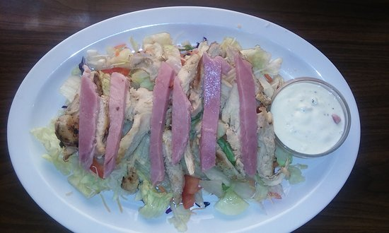 La Pine, OR: Grilled Chicken and Ham salad