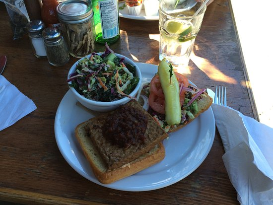 Tree-House Cafe: Barbecued tempeh sandwich