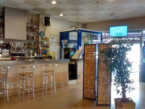 Recuerdo colorante Todo tipo de  BARRA DEL BAR - Picture of Restaurant La Perla, Sant Sadurni d'Anoia -  Tripadvisor