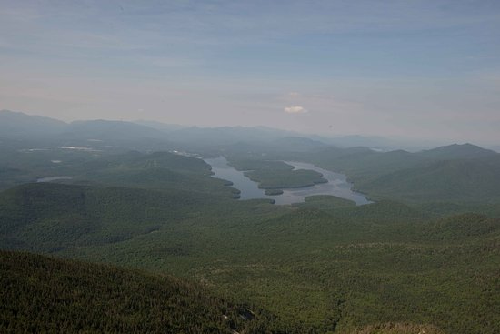 Wilmington, Нью-Йорк: View of Lake Placid from Whiteface Mountain.