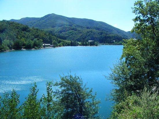 Эмилия-Романья, Италия: Il lago del Brasimone