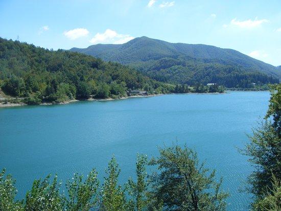 Emilia-Romagna, İtalya: Il lago del Brasimone