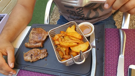 faux filet et sa sauce au poivre et ces frites maison photo de la table de laurene la fl che. Black Bedroom Furniture Sets. Home Design Ideas